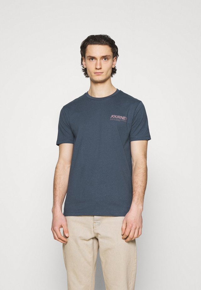 AARHUS  - T-shirts med print - turbulence