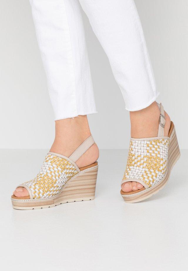 Korolliset sandaalit - panama