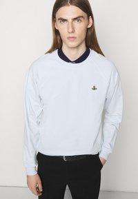 Vivienne Westwood - RAGLAN UNISEX - Sweatshirt - bit of blue - 3
