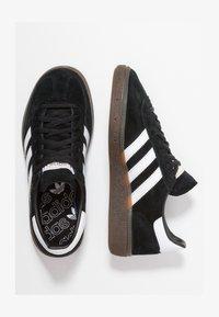 adidas Originals - HANDBALL SPEZIAL - Trainers - cblack/ftwwht/gum5 - 1