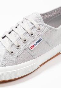 Superga - 2750 COTU CLASSIC UNISEX - Sneakersy niskie - grey ash - 5