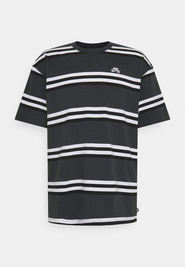 TEE STRIPE UNISEX - Print T-shirt - smoke grey