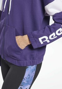 Reebok - LINEAR LOGO FRENCH TERRY ZIP UP HOODIE - Zip-up hoodie - purple - 4