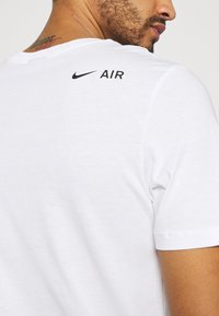 Nike Sportswear - TEE AIR - Camiseta estampada - white - 5