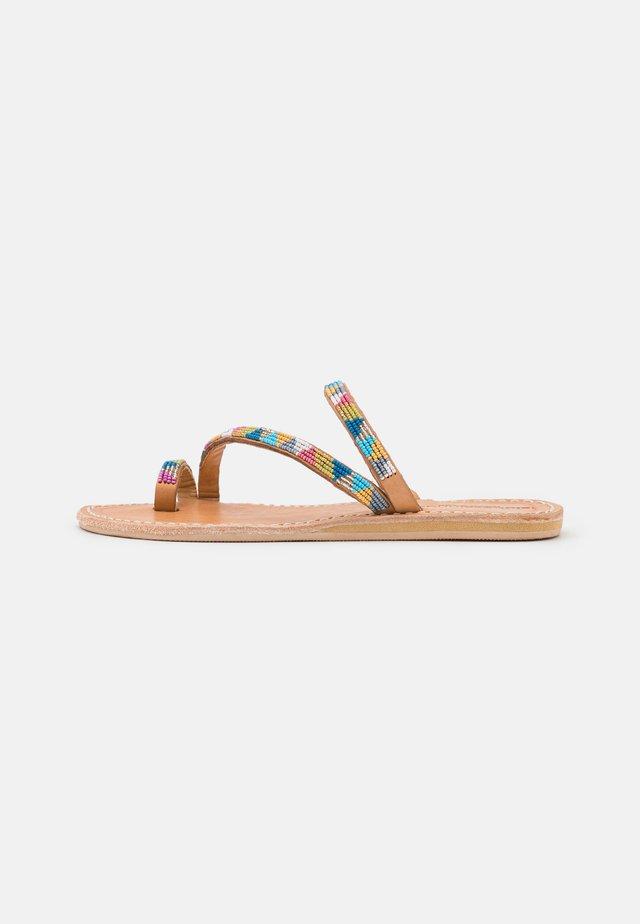 DIANI FLAT - Flip Flops - retro