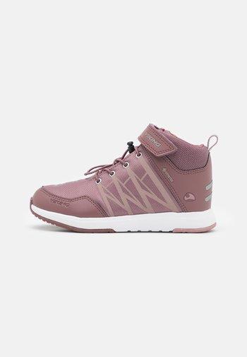 OPPSAL MID GTX UNISEX - Hikingschuh - antiquerose/dusty pink
