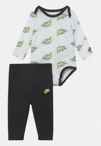 Nike Sportswear - SET UNISEX - Broek - black - 0