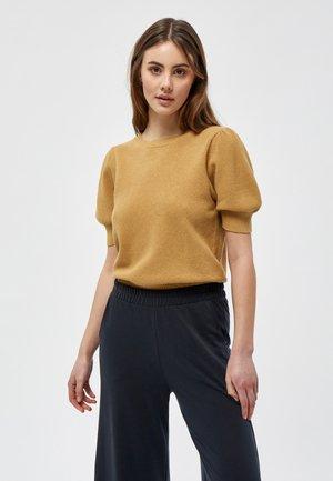 JOSSA  - Basic T-shirt - prairie sand