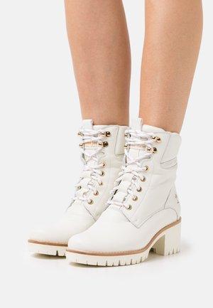 PAISLEY  - Snørestøvletter - white