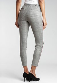 Gang - Trousers - white houndstooth - 1