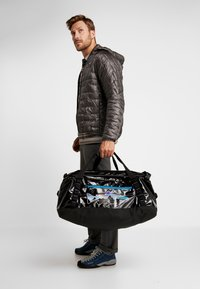 Patagonia - BLACK HOLE DUFFEL 55L UNISEX - Sports bag - black - 1