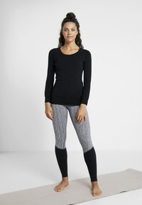 Curare Yogawear - BOAT NECK - Long sleeved top - black - 1