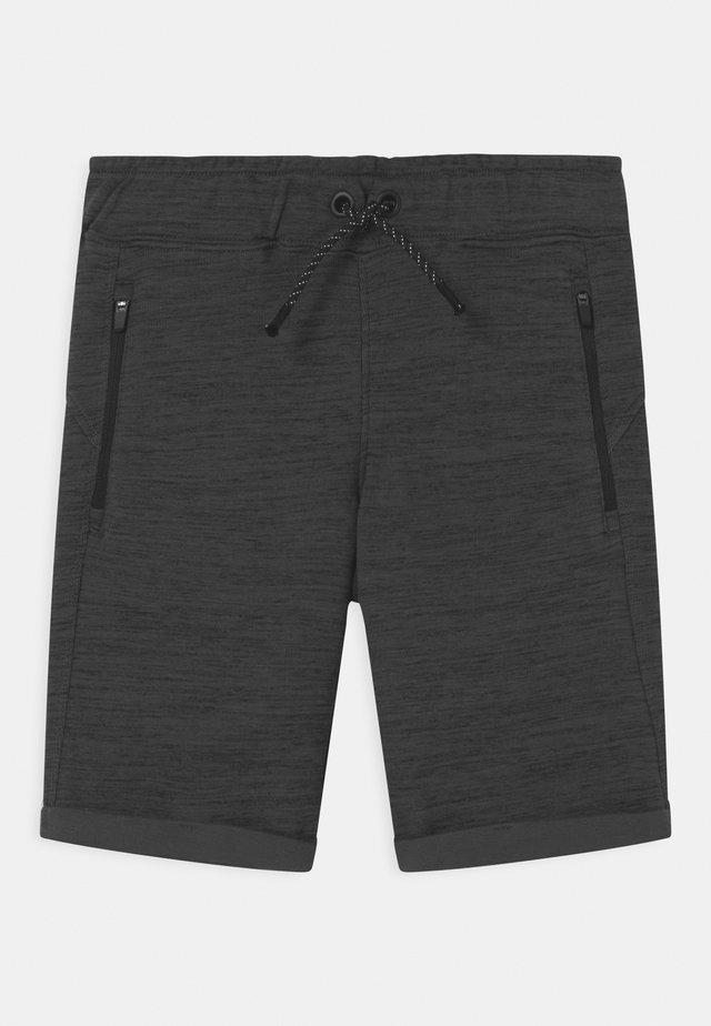 NKMSCOTTT  - Shorts - asphalt