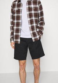 Volcom - FRICKIN - Shorts - black - 3