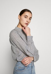 Marc O'Polo - BLOUSE STAND UP COLLAR  - Camisa - soft white - 3