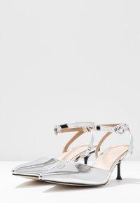 BEBO - VINCE - Klassiske pumps - silver metallic - 4