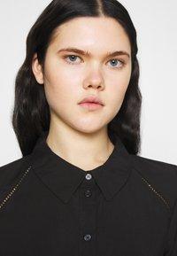 Vero Moda - VMFAY TUNIC DRESS - Košilové šaty - black - 3