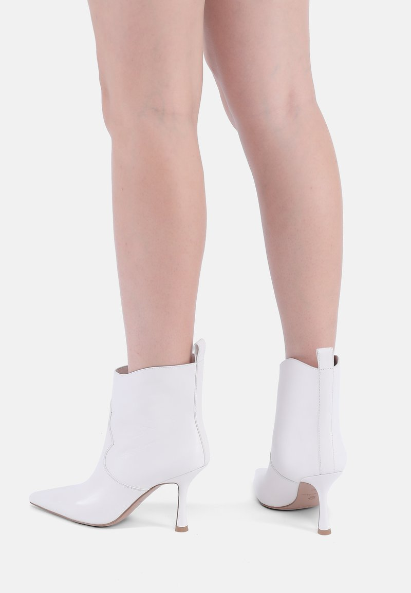 Ekonika - Classic ankle boots - milk