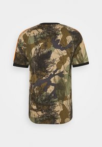 adidas Originals - CAMO TEE - Print T-shirt - hemp/brooxi/eargrn/ - 1