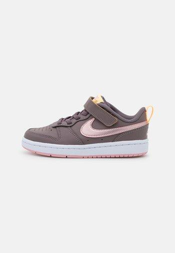 COURT BOROUGH  - Sneakers basse - violet ore/pink glaze/melon tint