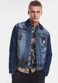 Desigual - CHAQ  ADAM - Kurtka jeansowa - blue - 0