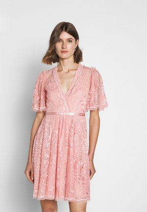 TRUDY BELLE MINI DRESS - Vestito elegante - desert pink