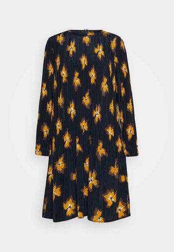 KIKI'S FANCY DRESS
