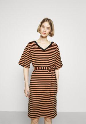 KALLIOMARNE DRESS - Jersey dress - dark orange/black