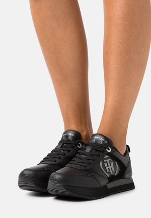 FEMININE ACTIVE CITY  - Sneakersy niskie - black