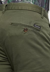 Scotch & Soda - MOTT CLASSIC SLIM FIT - Chinos - military - 5