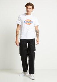 Dickies - HORSESHOE TEE - T-shirt con stampa - white - 2