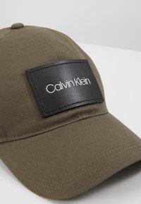 Calvin Klein - PATCH - Cap - green - 6