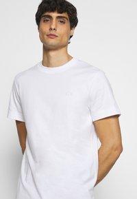 Lacoste - T-shirt basique - white - 3