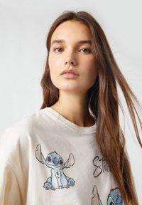 PULL&BEAR - Print T-shirt - beige - 3