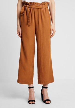 GAYA CULOTTE PANTS - Trousers - bronzed