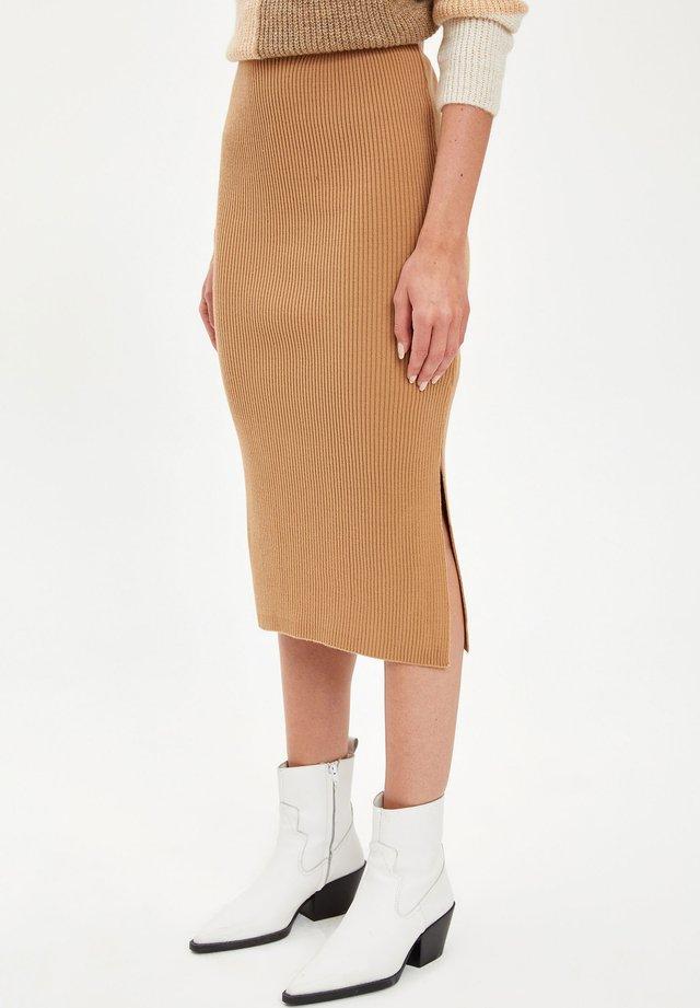 Pencil skirt - brown