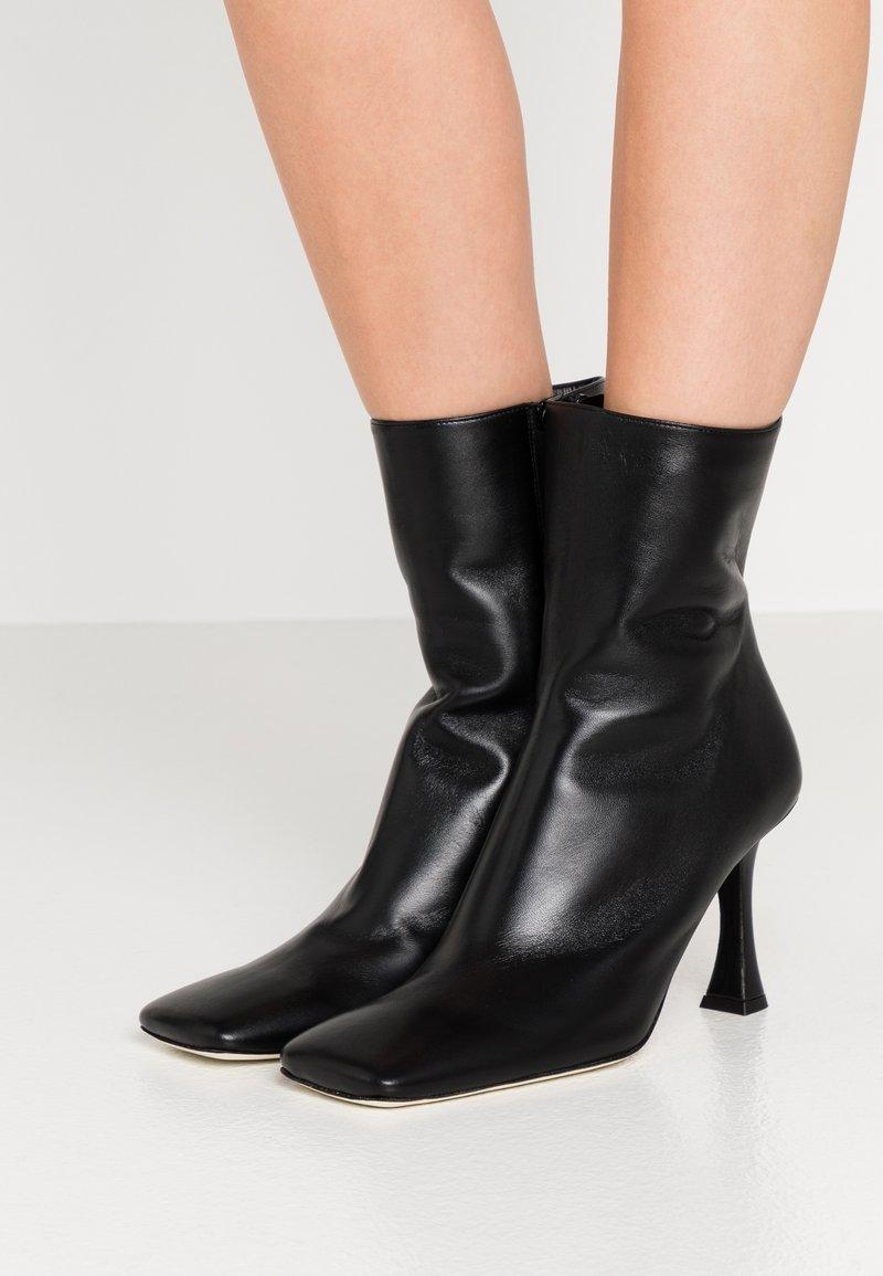 Proenza Schouler - Kotníková obuv na vysokém podpatku - nero