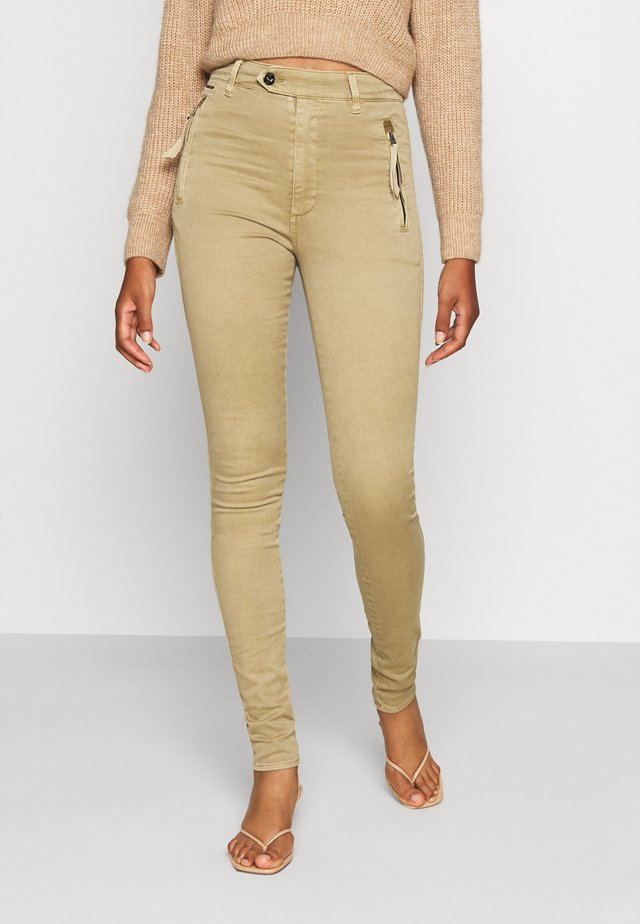 WELD HIGH SLIM CHINO WMN - Jeans Skinny Fit - sahara
