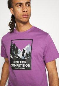 Jack Wolfskin - NOT FOR COMPETITION  - Triko spotiskem - concord grape - 5