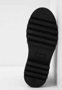 Even&Odd - LEATHER CHELSEA BOOTIE - Botki na platformie - black - 6