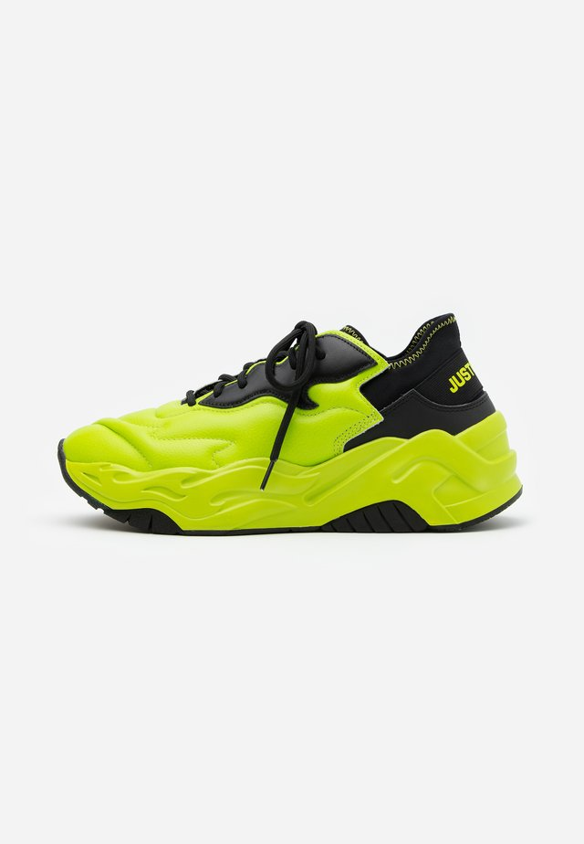 CONTRAST LOGO - Sneakers basse - lime