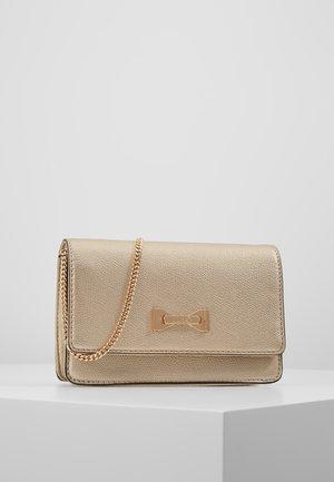 BELT BAG CAMEO - Bum bag - gold