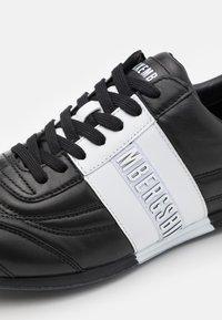 Bikkembergs - BARTHEL - Trainers - black/white - 5