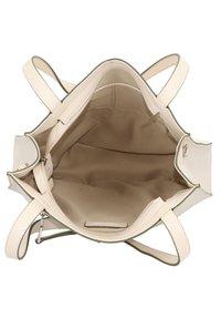 FREDsBRUDER - MELFI SCHULTERTASCHE LEDER 33 CM - Handbag - beige - 4