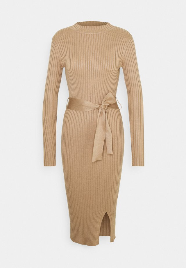 TIE WAIST MIDI DRESS - Strickkleid - camel