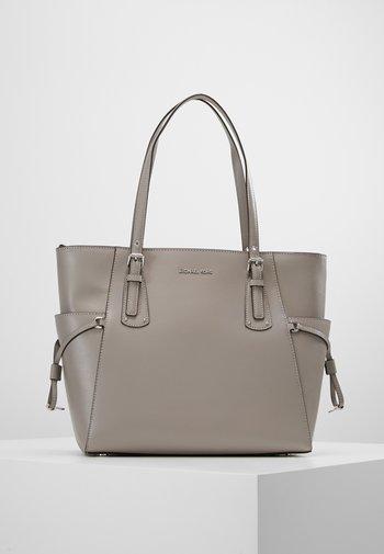 VOYAGER - Bolso shopping - pearl grey