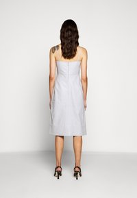 Proenza Schouler White Label - LIGHTWEIGHT KNOTTED TOP DRESS - Pouzdrové šaty - grey - 2