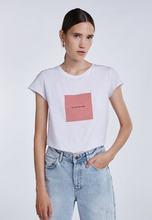 BE YOUR OWN MUSE - Print T-shirt - bright white