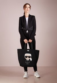 KARL LAGERFELD - IKONIK - Bolso shopping - black - 1