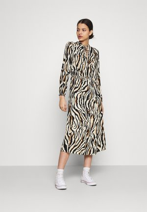 ONLGAGA MIDI DRESS - Korte jurk - cloud dancer